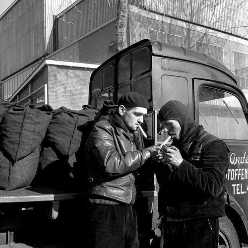 """Mannen bij Scheepswerf """"De Biesbosch"""" van"""
