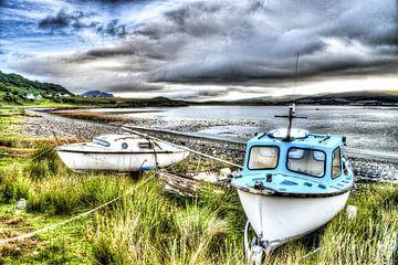 Bootjes op het strand van Skye von Floris van Woudenberg