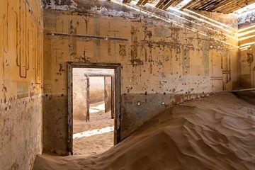 Verlaten huis in Kolmanskop. van Fernando Duarte Nogueira