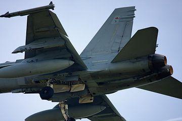 F18 overhead van Jan Brons