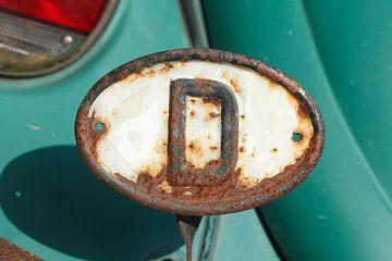 altes verrostetes Länderkennzeichen D-Schild