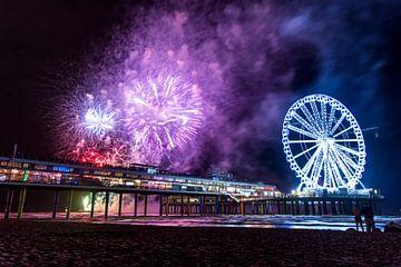 Schevening Pier tijdens het Vuurwerkfestival van Mike Pennings