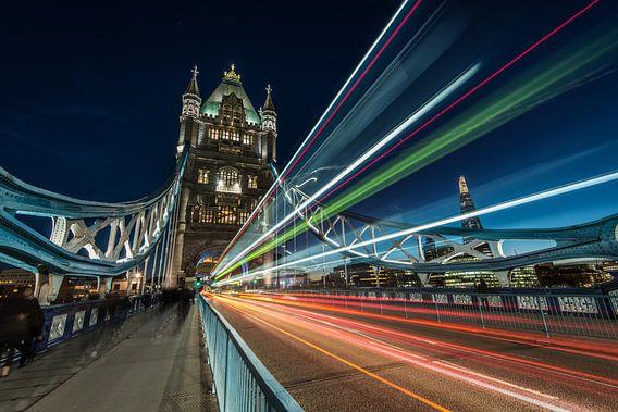 Tower Bridge vroeg in de avond