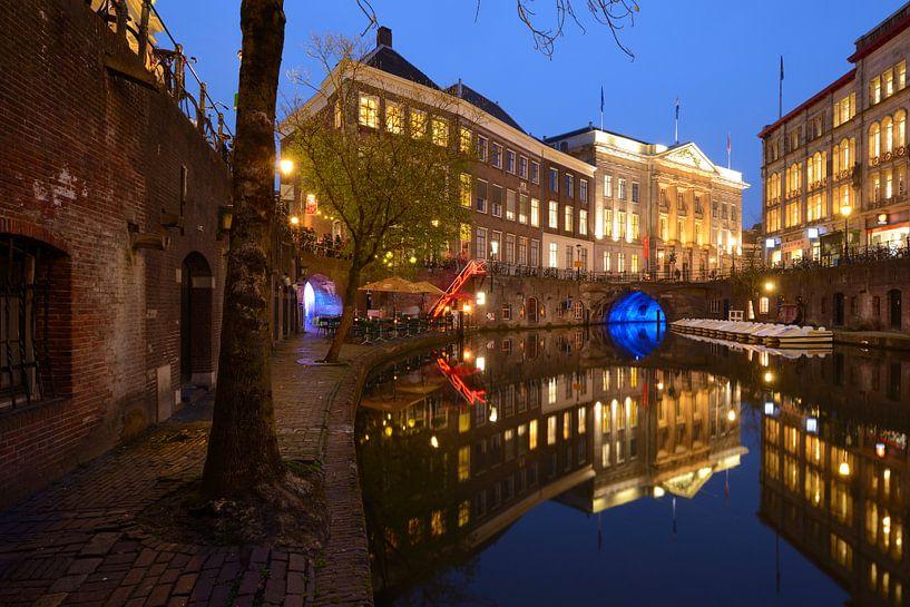 Oudegracht in Utrecht tussen Bezembrug en Stadhuisbrug van Donker Utrecht