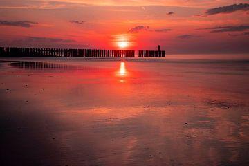 Sunset Westkapelle, Zeeland Niederlande von Gert Hilbink