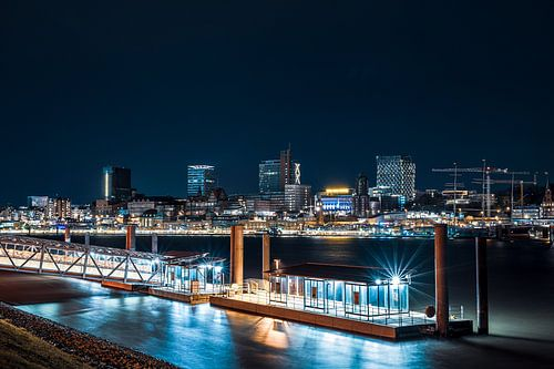 Nächtlicher Blick über die Elbe