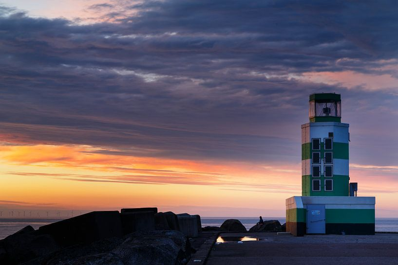 Vuurtoren en de zonsondergang van Menno Schaefer