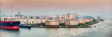 BP olie opslag in Rotterdamse haven van Frans Lemmens