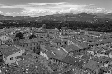 Lucca, Italië - Uitzicht vanaf Torre delle Ore - 3 van Tux Photography