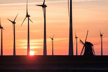 Windmühle Goliath gegen Windkraftanlagen von
