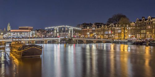 Magere Brug en de Amstel in Amsterdam in de avond - 5 van Tux Photography