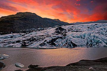 Solheimajokull gletsjer op IJsland bij zonsondergang von Nisangha Masselink