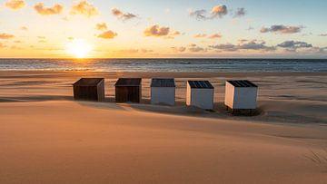 Neighbours (strandhuisjes Oostkapelle) van Thom Brouwer
