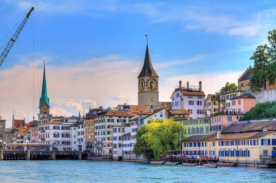 Stadsgezicht van Zürich in de zomer