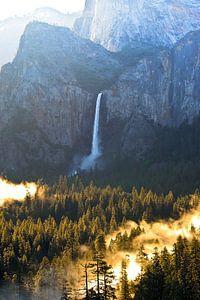 Prachtige ochtend bij de Bridalveil Waterval in Yosemite National Park in de Verenigde Staten van Am