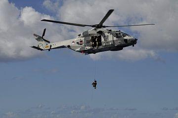 Oefening met marine helicopter von Gilian Fijen