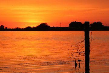 Zonsondergang Lek nabij Culemborg van Geert Visser