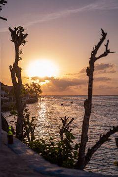 Zonsondergang Bali kleur van Dieuwertje Van der Stoep