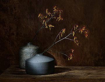 Stilleben mit gelben Blüten, Stilleben mit gelben Blüten. von Saskia Dingemans