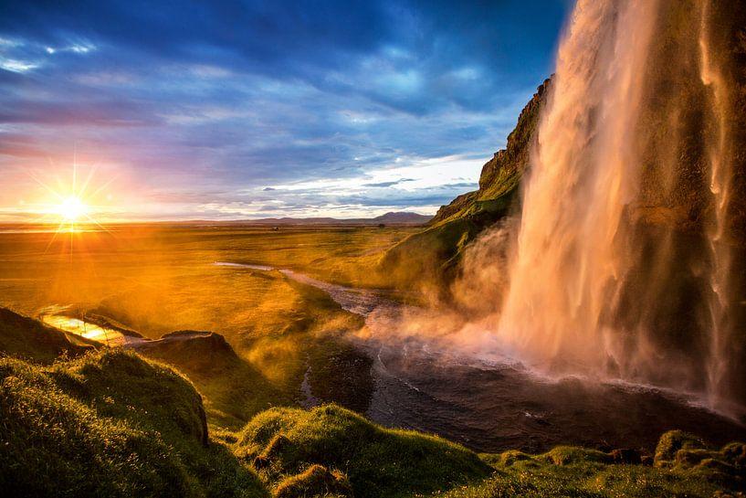 Seljalandsfoss waterval in IJsland van Yvette Baur