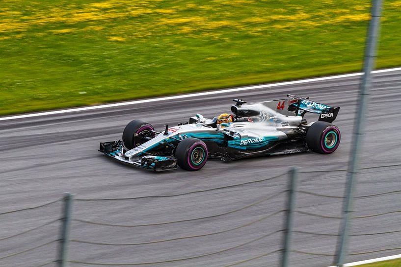 Lewis Hamilton in actie tijdens de Grand-Prix van Oostenrijk 2017 van Justin Suijk