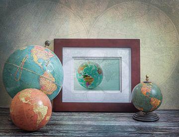 Stilleven met antieke globes. Vintage. van