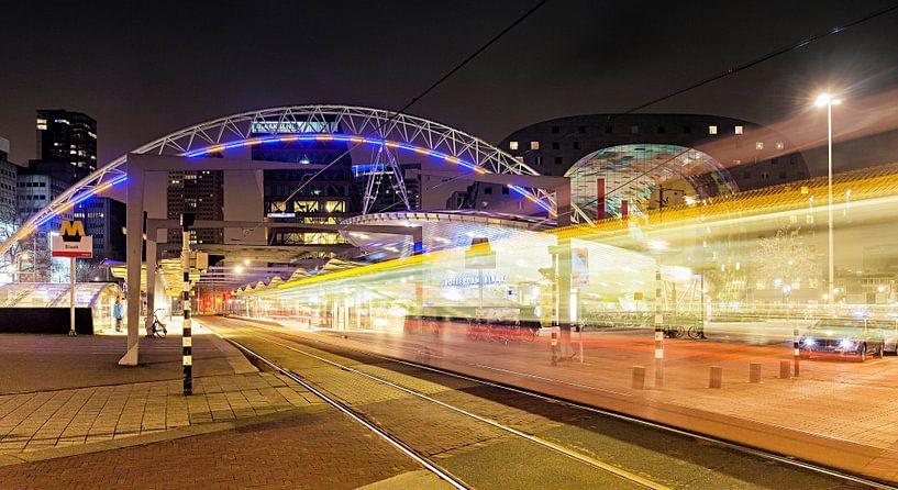 Nachtfoto station Blaak in Rotterdam van Evert Jan Luchies