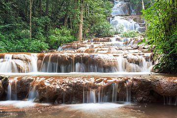 Waterval in de natuurparken van Thailand von Marcel Derweduwen