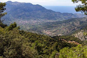 Gezicht op de stad Soller op het Baleareneiland Mallorca van Reiner Conrad
