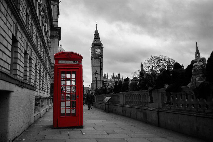 Rode telefooncel met de Big Ben in Londen in zwart-wit van iPics Photography