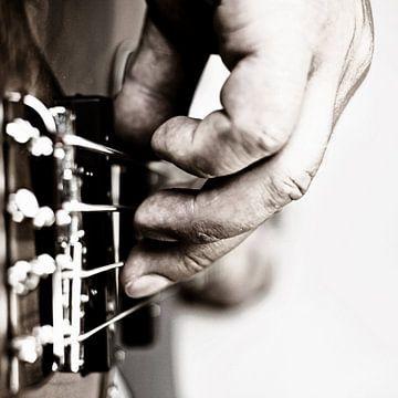 Guitar man on strings van Jana Behr