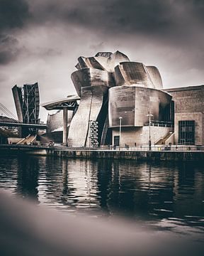 Musée Guggenheim Bilbao et le grand arbre et l'oeil sur Harmen van der Vaart