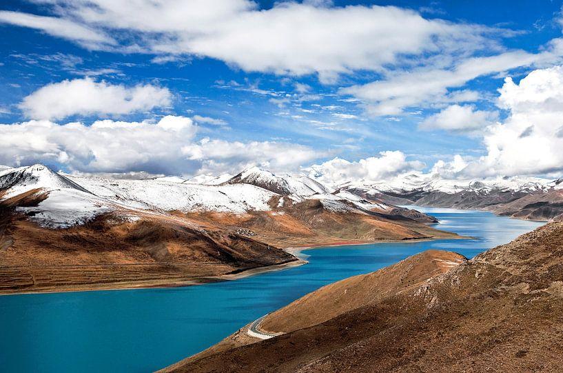 Yamdrok Yutso meer in Tibet van Jan van Reij