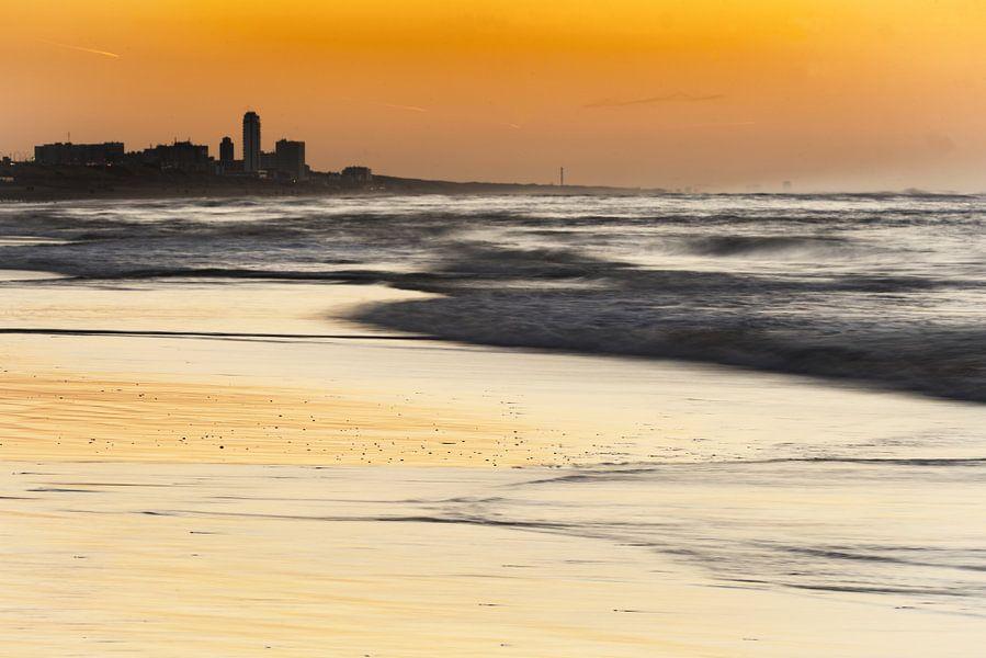 Zandvoort bij zonsondergang van Gonnie van de Schans