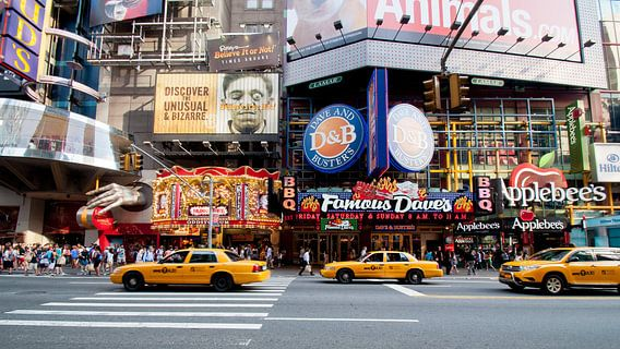 Yellow Cabs, theatre district van Laura Vink