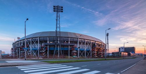 Stadion de Kuip bij zonsopkomst van Ilya Korzelius