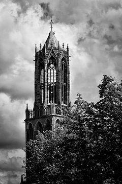 Domtoren Utrecht vanaf de Oudegracht in zwart-wit sur De Utrechtse Grachten