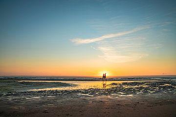 Romantisch zonsondergang aan het strand