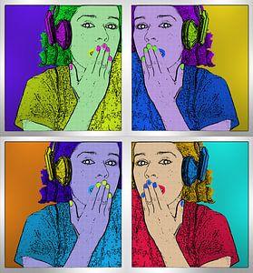 Pop-Art-Bild des Mädchens mit Kopfhörern auf dem Kopf