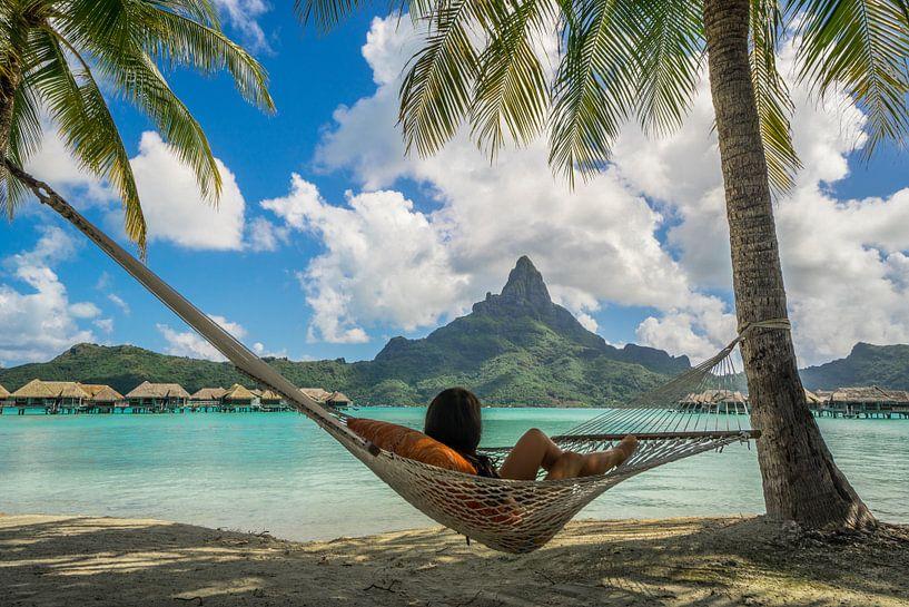 Hangmat op strand van Bora Bora van Ralf van de Veerdonk