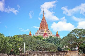 Ananda tempel in Bagan, Myanmar. van Nisangha Masselink