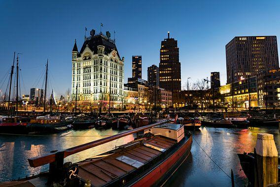 Het witte huis en oude haven in Rotterdam