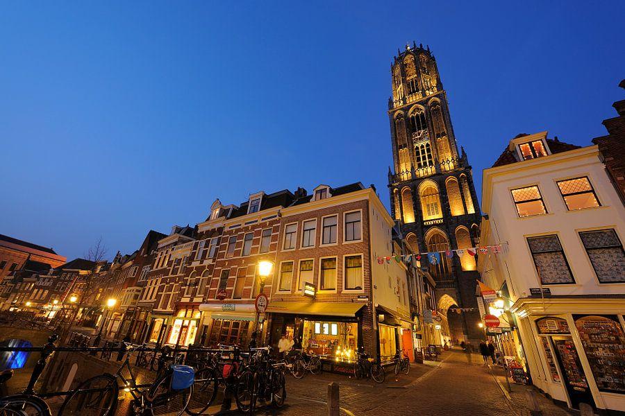 Vismarkt en Servetstraat met Domtoren in Utrecht