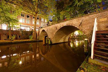 Weesbrug over Oudegracht in Utrecht sur Donker Utrecht