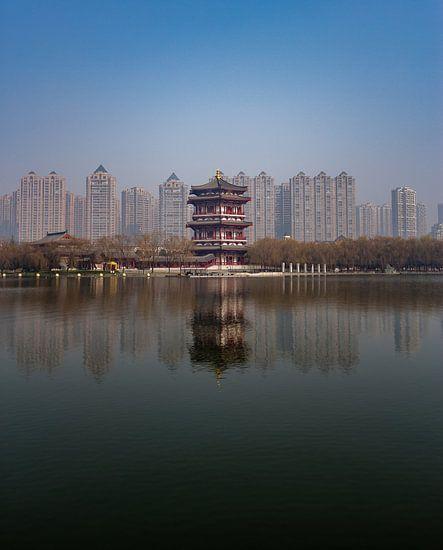 Chinese torens: oud versus nieuw (lang) van Thijs van den Broek