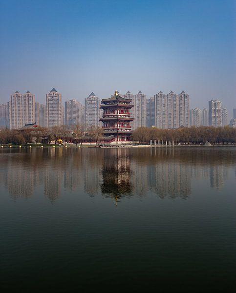 Chinesische Türme: Alt gegen Neu (lang) von Thijs van den Broek