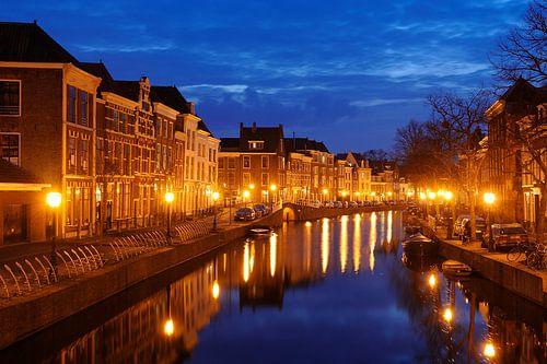 Het Rapenburg in Leiden van Merijn van der Vliet