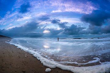 Stormachtige avond aan de noordzee van Michel Knikker