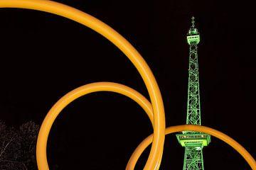 Berlijnse radiotoren in groene verlichting van Frank Herrmann