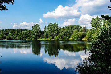 Idyllischer kleiner See von Norbert Sülzner